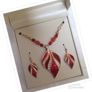 NEW JEWELRY SET NECKLACE EARRINGS NEW IN GIFT BOX